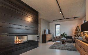 Imposantes Feuermöbel mit Stahlverkleidung: integraler Bestandteil der Architektur