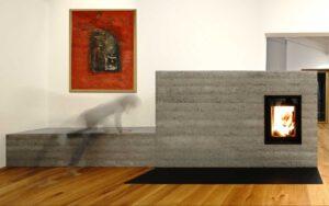 Fundamental: Grundofen aus Beton dominiert als architektonisches Element das Interior Design