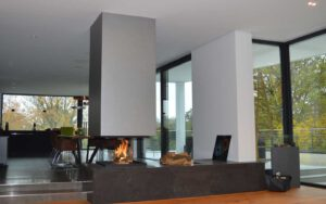 Mittendrin: eine Feuerstelle mit freier Sicht aufs Ur-Element