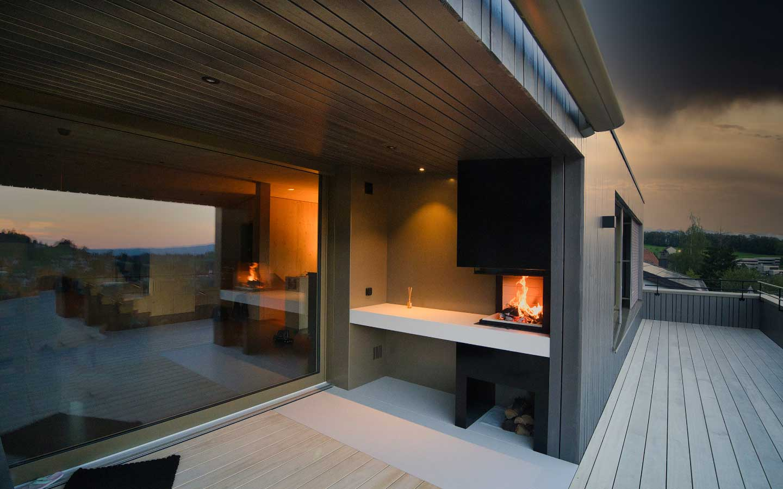 Wohnzimmer 2.0 | Außenkamin mit Grillfunktion erweitert den Wohnraum